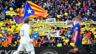 Pancartas reivindicativas en el Camp Nou.