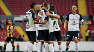 Rayados festejando un gol en el Jalisco