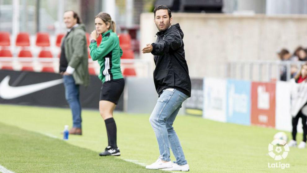 Óscar Fernández, entrenador del Madrid CFF, en el duelo ante el...