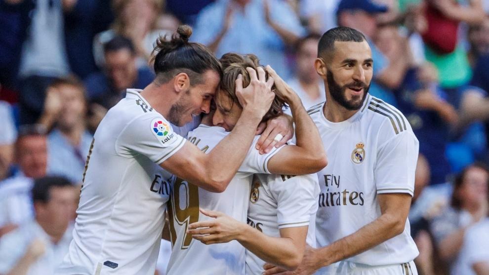 Bale, Modrid, Odrizola y Benzema celebran un gol ante el Granada.