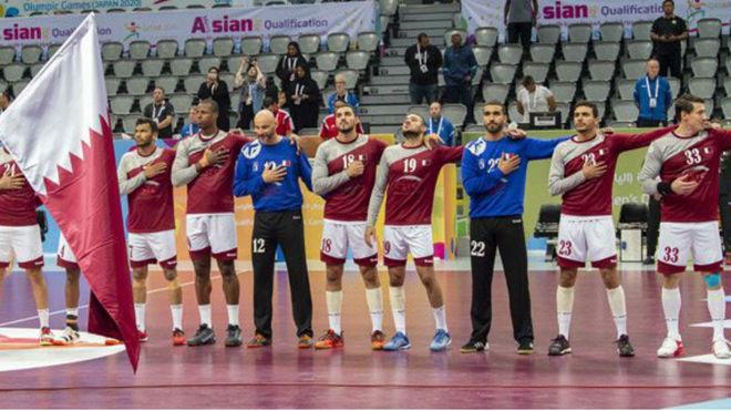 Los jugadores qatarís antes de un partido del preolímpico /