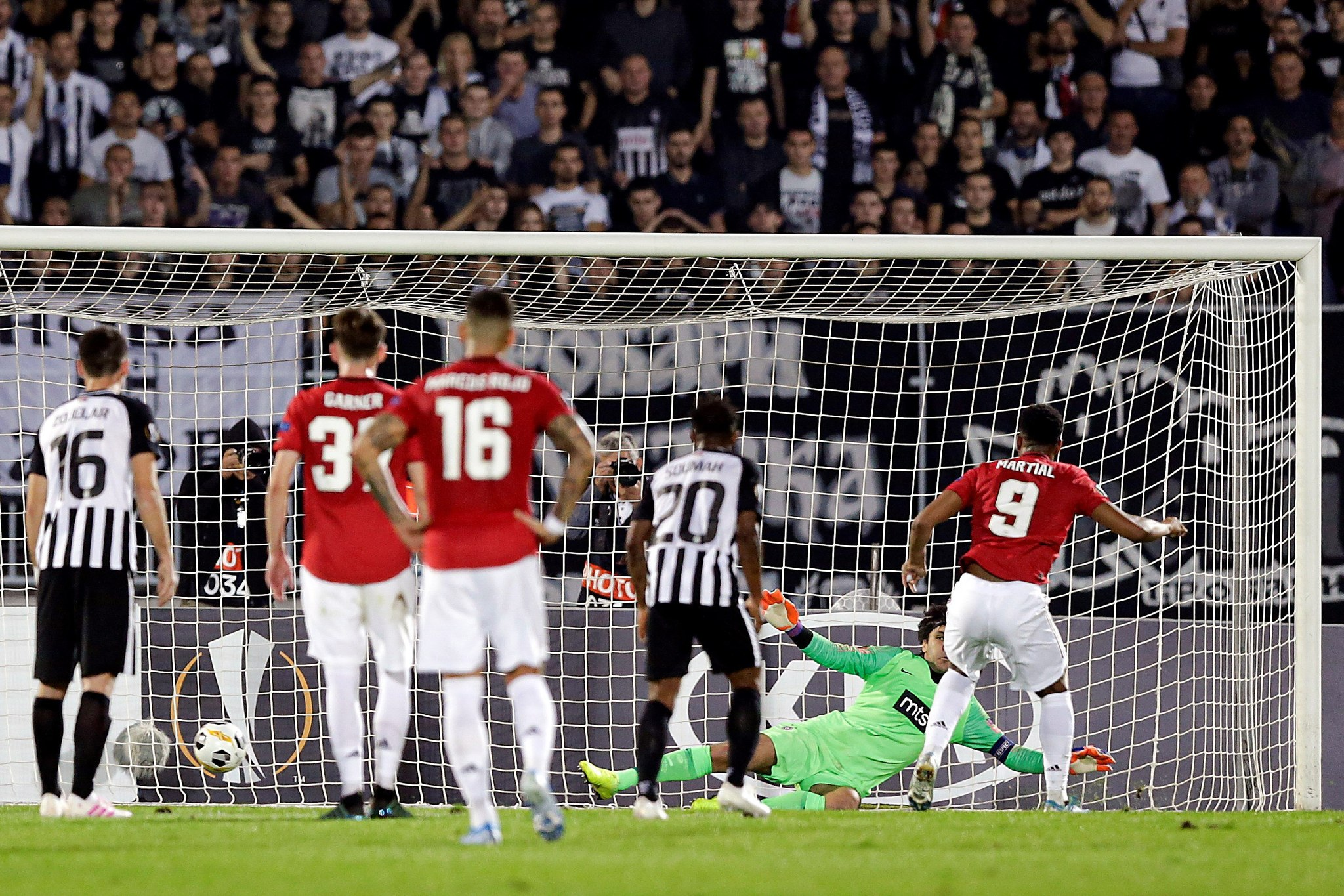 Belgrade (Serbia), 24/10/2019.- Manchester <HIT>United</HIT>s Anthony Martial (R) scores on penalty against Partizans goalkeeper Vladimir Stojkovic during the UEFA Europa League group L soccer match between FK Partizan and Manchester <HIT>United</HIT> in Belgrade, Serbia, 24 October 2019. (Belgrado) EFE/EPA/ANDREJ CUKIC
