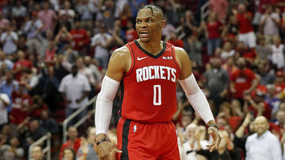 Russell Westbrook en el primer partido de los Rockets