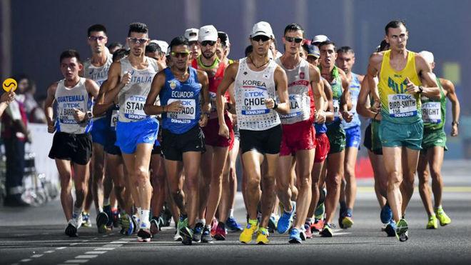 Los participantes en los 20 km marcha del Mundial de Doha.