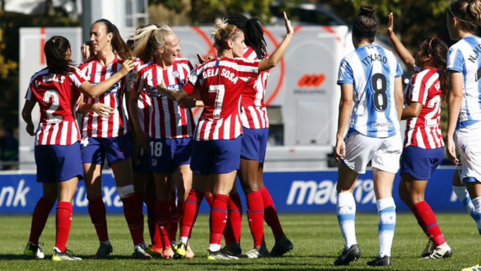 Las jugadoras del Atlético celebran la victoria ante la Real...