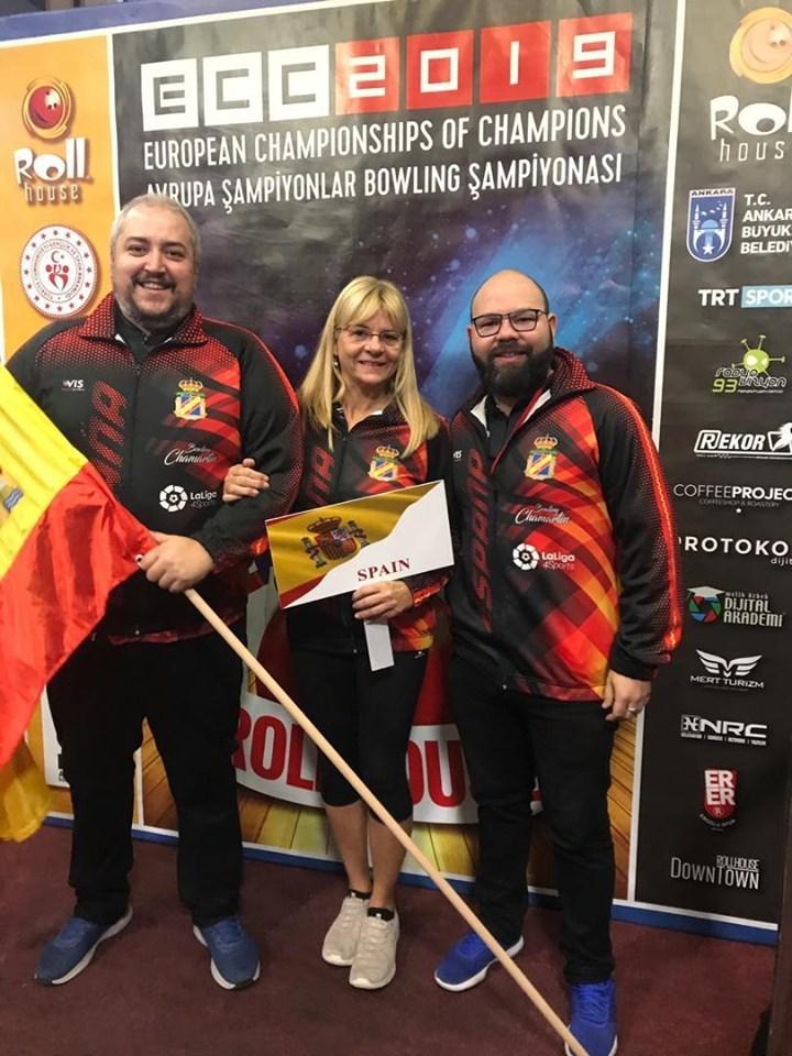Paco Torres, Ingrid Juliá y el entrenador Ildemaro Ruiz.