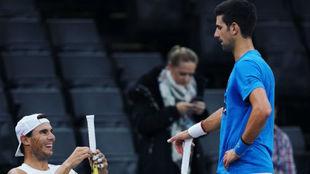 Nadal y Djokovic, durante el entrenamiento de ayer en Bercy