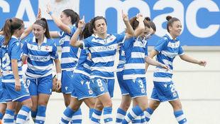 Las jugadoras del Deportivo celebran un gol ante el Tacon en Abegondo.