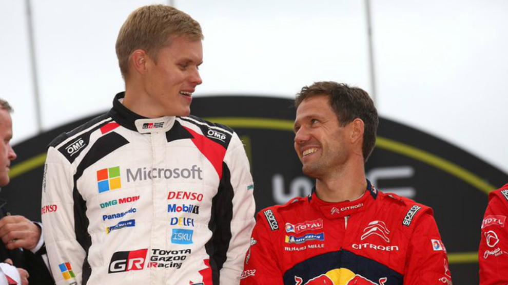 Tänak, en el podio junto a Ogier.