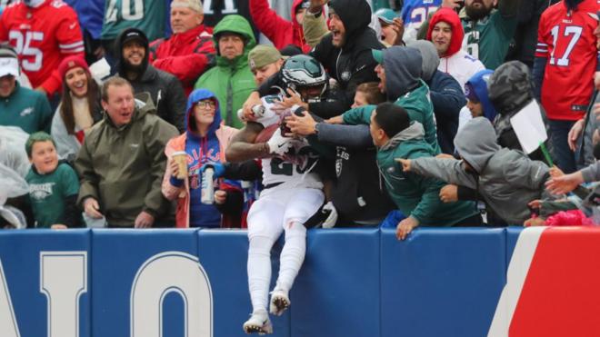 El rookie Miles Sanders celebra su touchdown tras una carrera de 65...