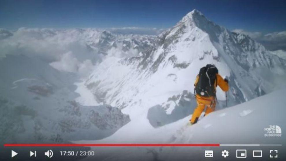 Una imagen de hilaree Nelson durante el descenso del Lhotse