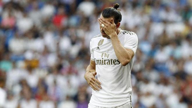 Gareth Bale se lamenta en un partido.