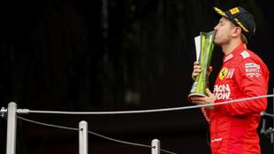 Sebastian Vettel, en el podio del GP De México.