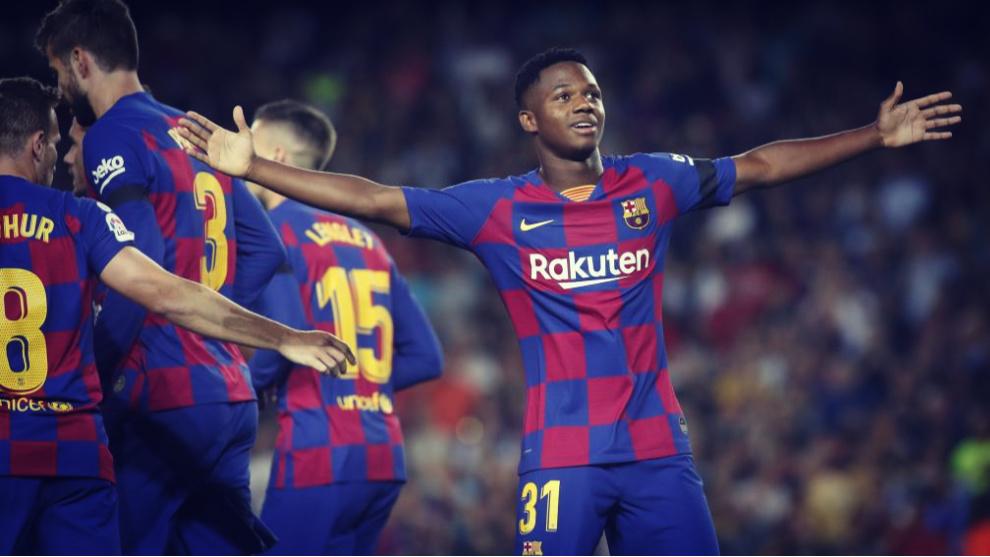 Ansu Fati celebra uno de los goles que ha conseguido con el FC...