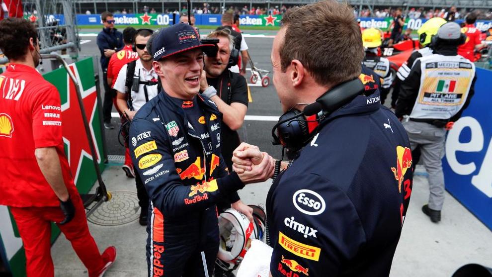Max Verstappen celebraba su pole en México.