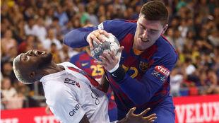 El azulgrana Fabregas choca con Abaló en el último partido de la...