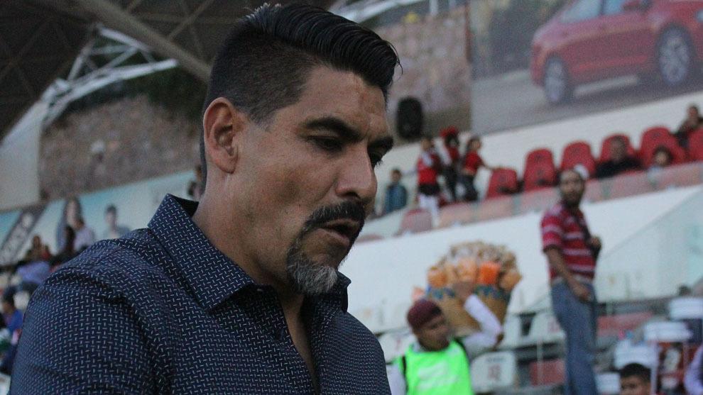 Ricardo Rayas deja el puesto de DT