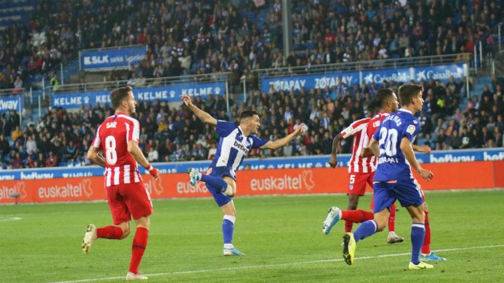 Lucas Pérez, tras disparar en su gol.