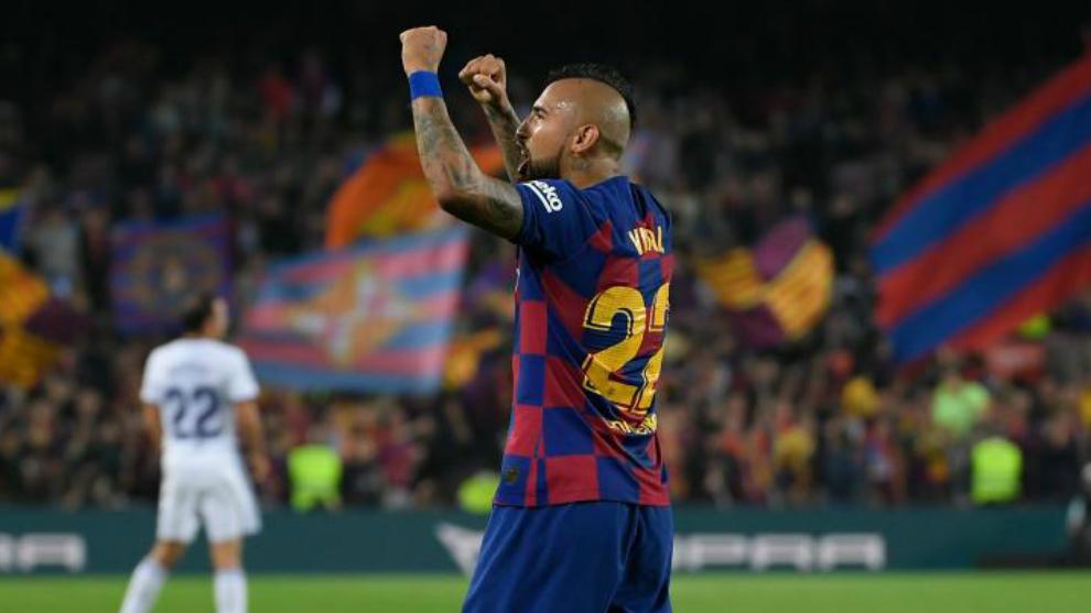 Arturo Vidal celebra el triunfo en el Camp Nou.
