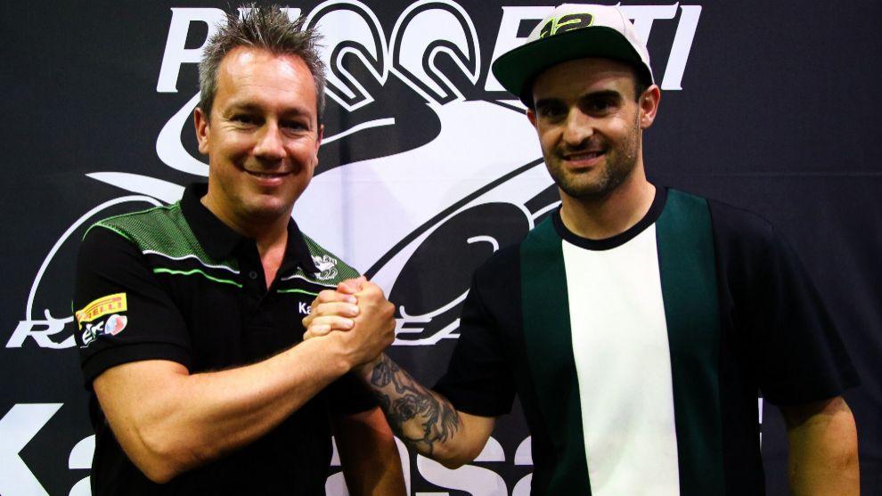 Xavi Forés, junto a Manuel Puccetti en la firma del contrato.