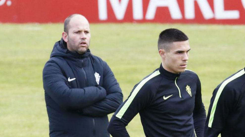 José Alberto y Uros Djurdjevic, durante un entrenamiento del Sporting