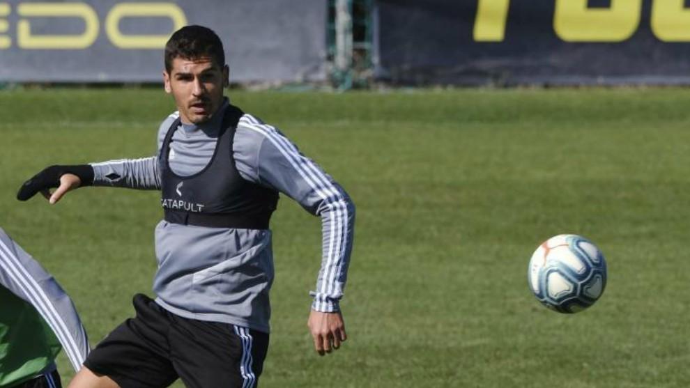 Garrido, con el balón durante un entrenamiento