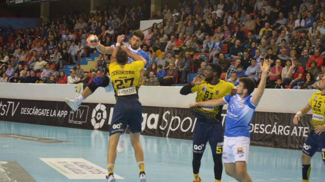 El lateral izquierdo brasileño del Atl. Valladolid, Patrianova, es...