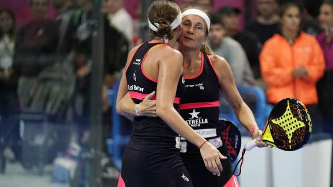 Carolina Navarro y Cecilia Reiter celebran su victoria.