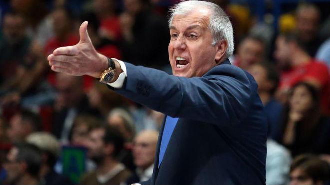 Zeljko Obradovic dirigiendo al Fenerbahce en la Euroliga