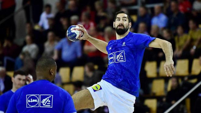 El equipo francés en acción ante Dinamarca durante la Golden League...