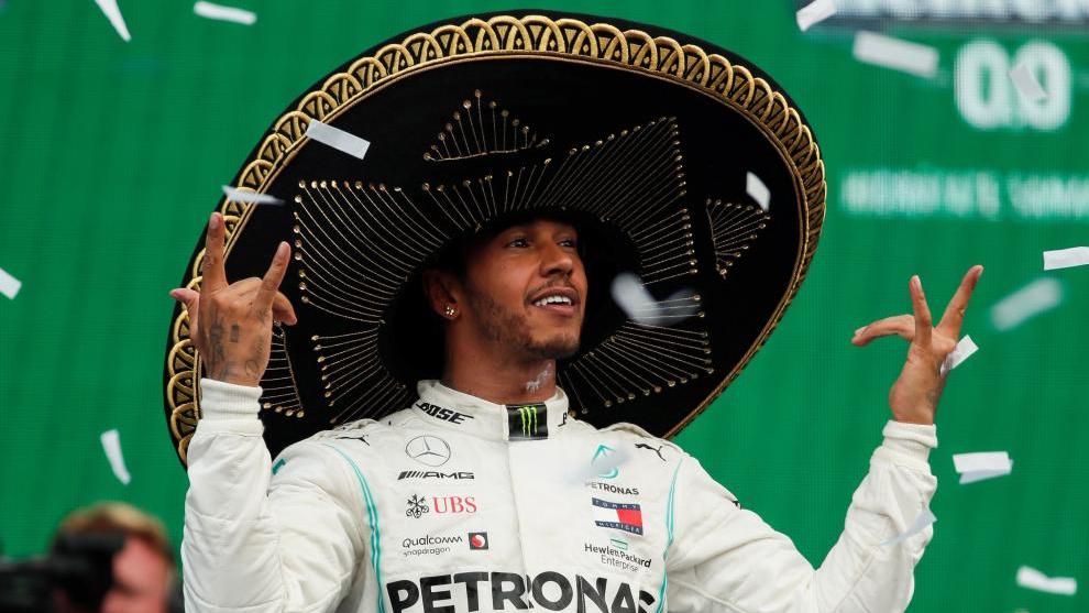 Lewis Hamilton, en el podio del GP de México.