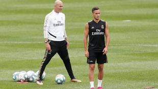 Zidane y Lucas Vázquez, durante un entrenamiento.