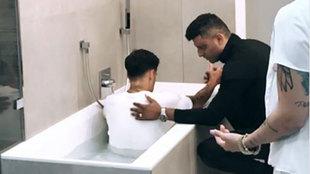 Coutinho, en el momento de ser bautizado.