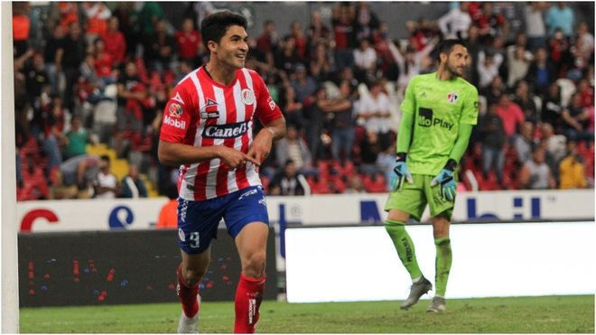 Nicolás Ibañez y Camilo Vargas en el Estadio Jalisco