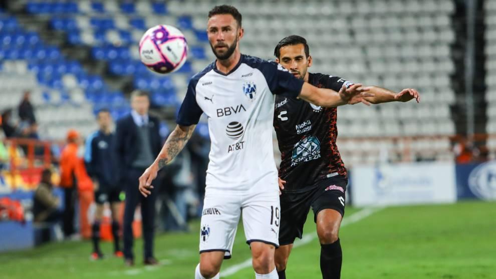 Miguel Layún, en un partido de Monterrey contra Pachuca en la Liga...