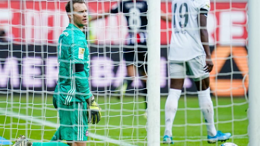 Neuer se lamenta tras encajar uno de los cinco goles del Eintracht