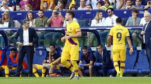 Luis Suárez se retira lesionado.