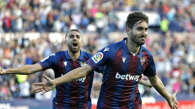 Campaña celebra el primer gol ante el Barcelona.