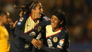González y Cuevas festejan un gol en la final del Apertura 2018