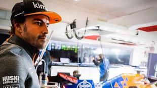 Fernando Alonso se aleja de la F1
