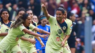 Diana González celebrando ante Tigres.