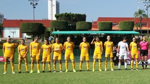 Futbolistas de Tigres Femenil previo al partido ante el Atlas.
