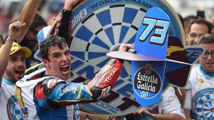 Álex Márquez celebra su título de Campeón del Mundo de Moto2.
