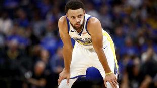 Stephen Curry estará unos tres meses de baja
