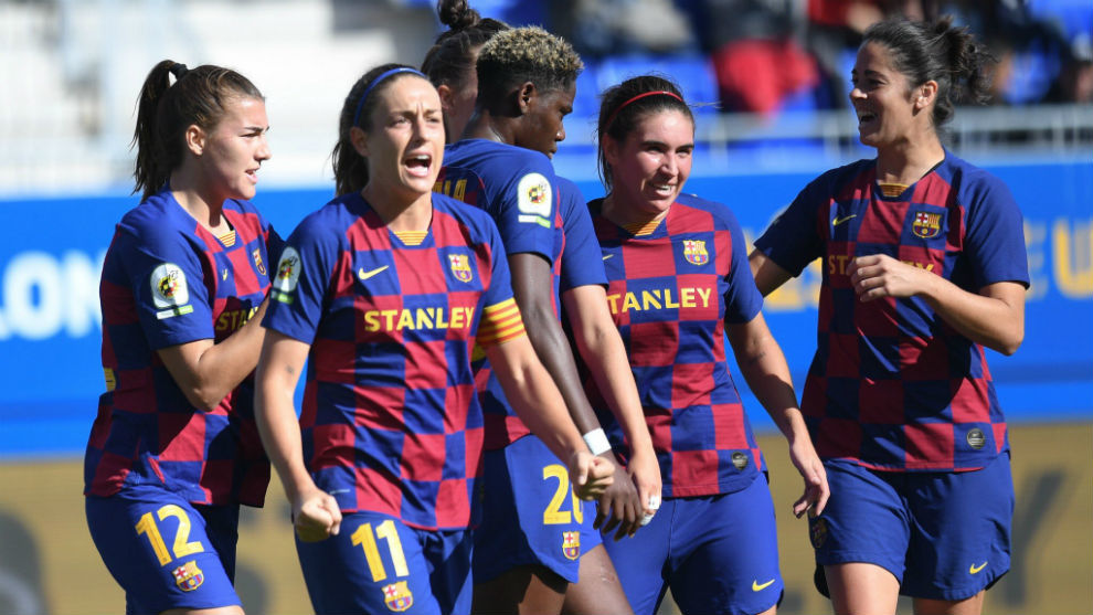 Las jugadoras del Barcelona celebran un gol ante el Levante en el...