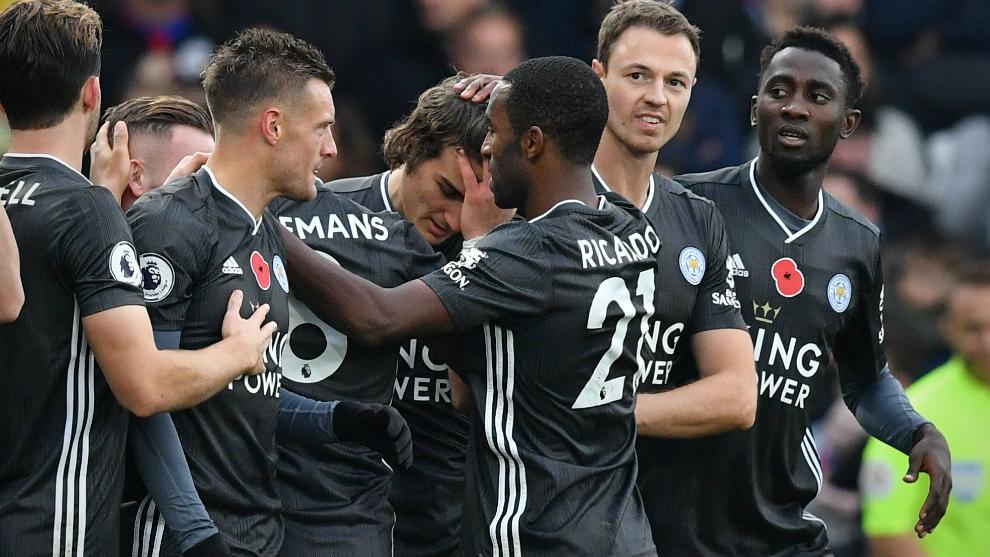 Los jugadores del Leicester celebran un gol al Crystal Palace
