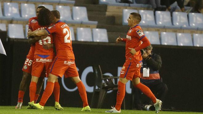 Los jugadores del Getafe celebran el gol de Kenedy.