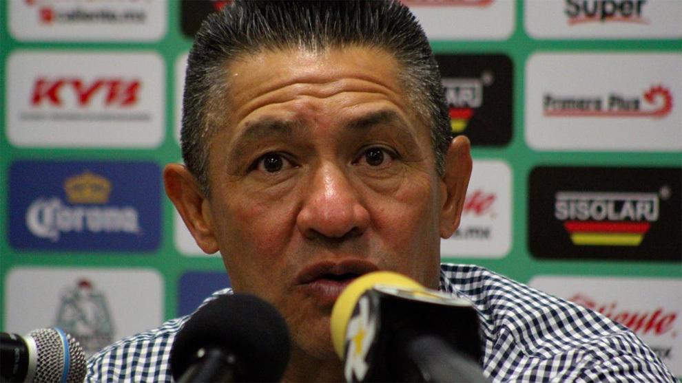Nacho Ambriz en conferencia de prensa