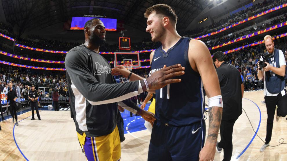 LeBron James saluda a Luka Doncic después del último Mavs-Lakers