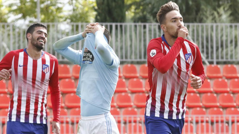 Poveda celebra un gol con el Atlético B.